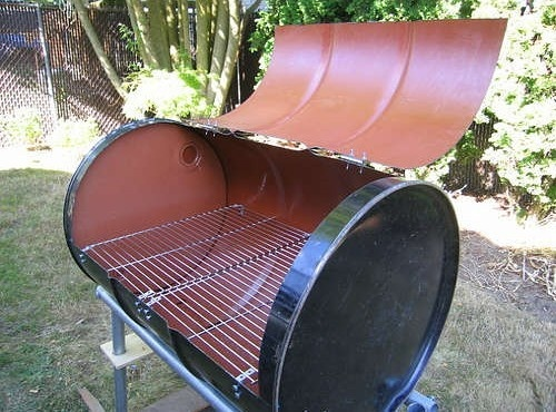55 Gallon Drum BBQ Grill http://www.lifehacker.com.au/2009/09/turn-a-55-gallon-drum-into-a-barbecue/
