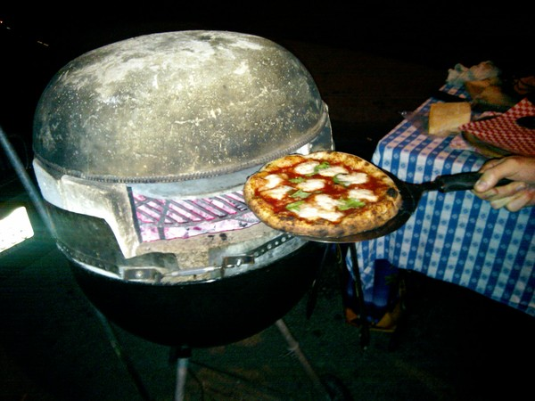 build a pizza oven out of a weber grill lifehacker australia. Black Bedroom Furniture Sets. Home Design Ideas
