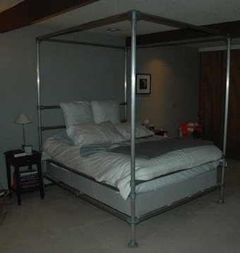 Build a canopy bed out of aluminum pipe lifehacker australia for Diy canopy bed from pvc pipes