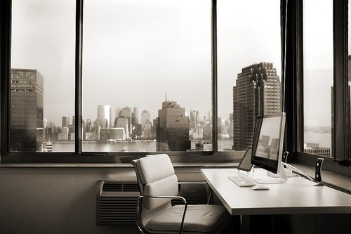 500x 2010 12 21 000633 Musing Over Manhattan: A Minimalist Workspace with a View