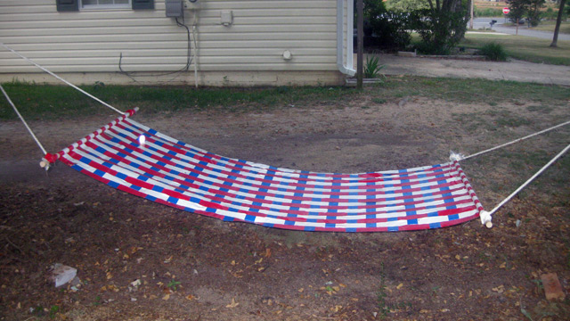 Make your own duct tape hammock for cheap lounging for Make a rope hammock