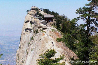 World&#39;s Remotest Restaurant Only Reachable Via Scariest Walking Path Ever