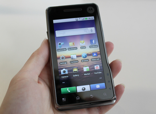 Motorola Milestone XT720 Has 8MP Camera With Xenon Flash
