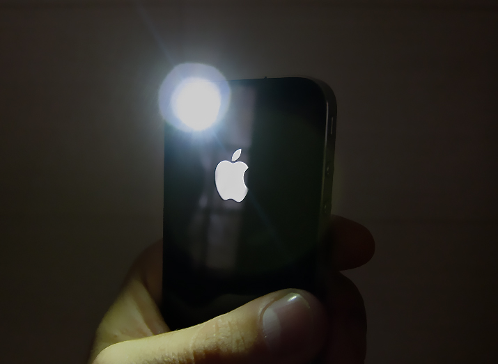 new apps use your iphone 4 s led flash as a torch