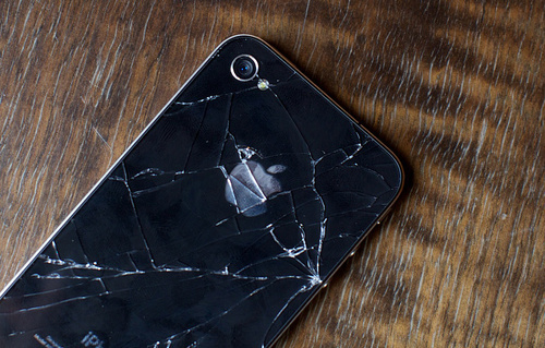 iPhone 4 Cracked Glass Cases Almost Double the iPhone 3GS'