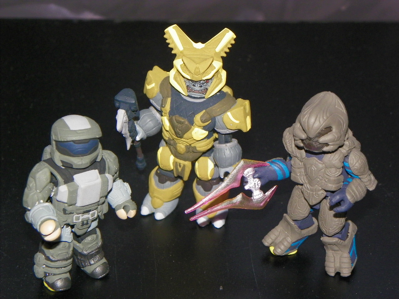 Shrunken cortana and master chief wage war against halo s bad guys