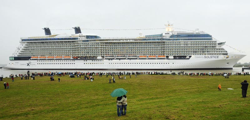 Worlds Largest Cruise Ship Probably Leaves Tsunamis In Its Wake - First cruise ship in the world