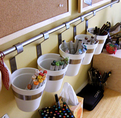 Hanging buckets organisation rack lifehacker australia for Accessoire de decoration maison